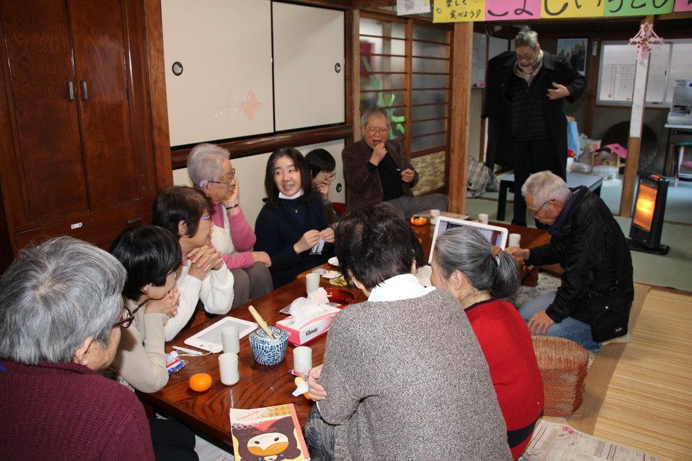 おしゃべりカフェ - 毎月第2、第4金曜日 13:00~15:00