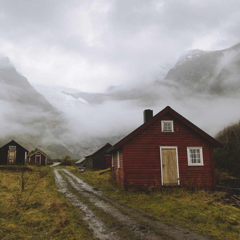 Old town of Böyabreen with the glacier as a backdrop