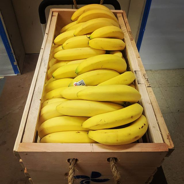 Can you guess how many bananas are in this crate? Comment below 👇  1 lucky winner will receive a Fruit Movement t-shirt.  #contest #freeprize #banana #playtowin