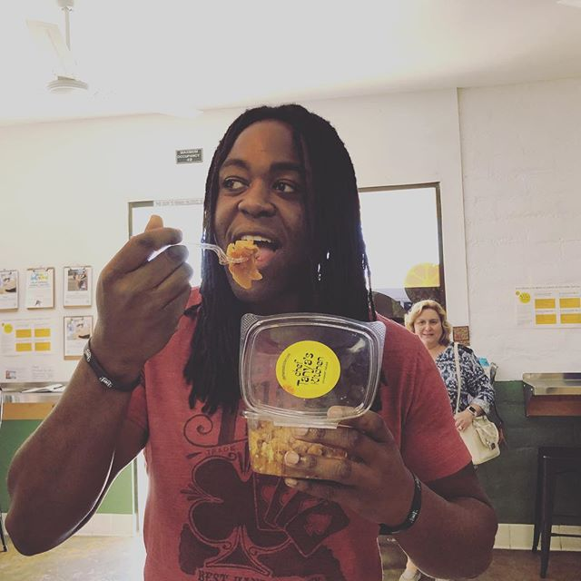 Who loves the apple cobbler more than @sheltoniusg? #nobody #applecobbler #vegan #eatplants #plantbased #organic #cheftanyaskitchen