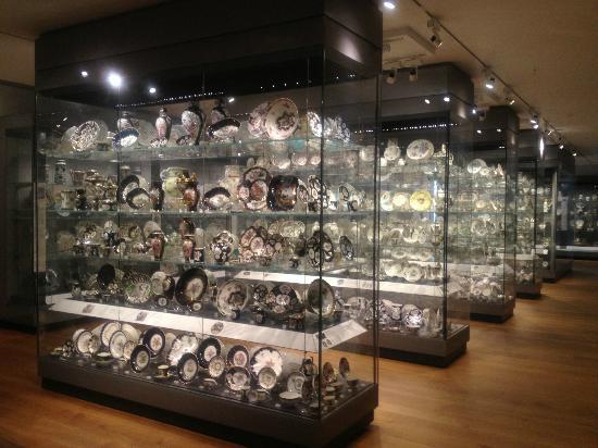 http://media-cdn.tripadvisor.com/media/photo-s/03/e8/86/16/ashmolean-museum-of-art.jpg