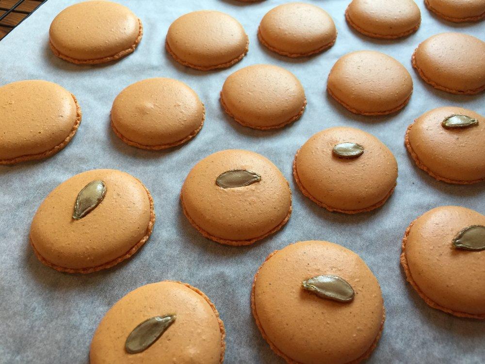 pumpkin spice macarons, gluten-free macarons, libby's grain mill, thanksgiving macarons,