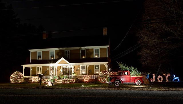 #lights #Christmaslights #holidaylights #tistheseason #newengland #southwindsorct #connecticut #historichome #instagood #canonusa @getoutsidect #longexposure #longexposure_shots