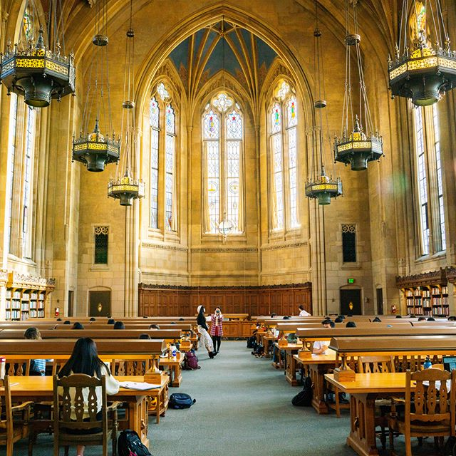 This reading room looks a lot like #hogwarts 🧙‍♀️#readingroom