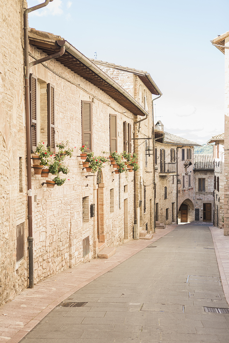 Destination wedding in Italy assisi.jpg