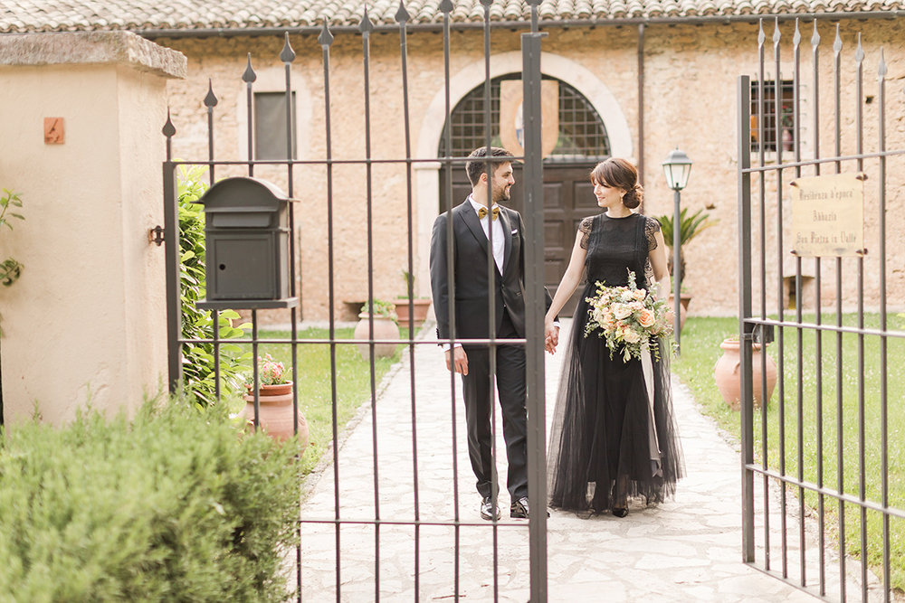 Black and gold wedding in italy.jpg