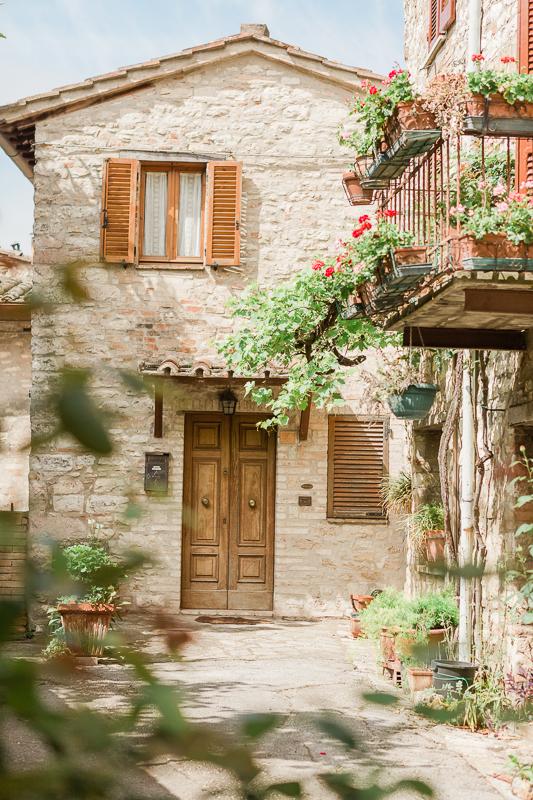 Destination wedding Italy corciano - umbria -14.jpg