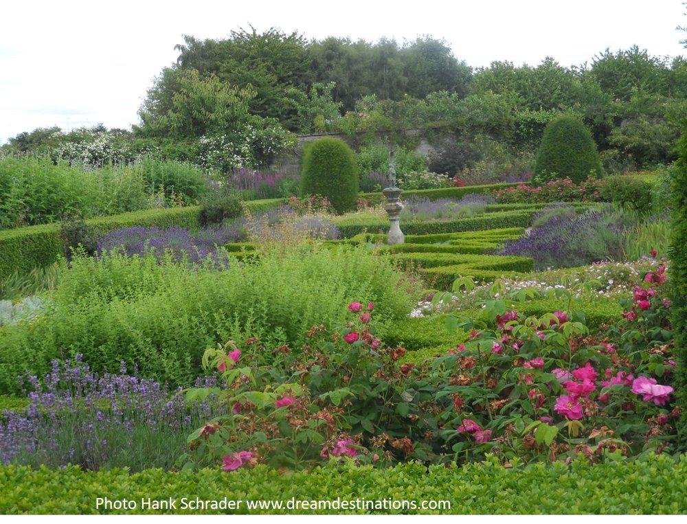 Garden 1 Cawdor Castle.jpg