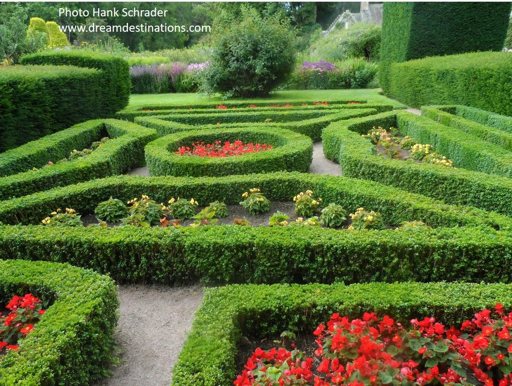 Garden 2 Cawdor Castle.jpg