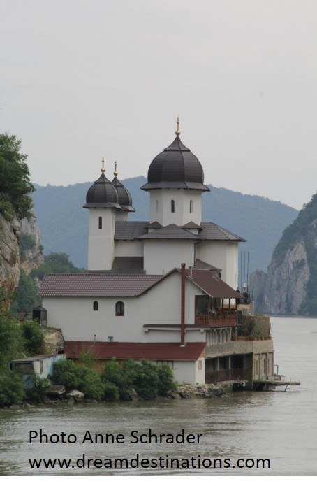Sailing the lower Danube in the Iron Gates region