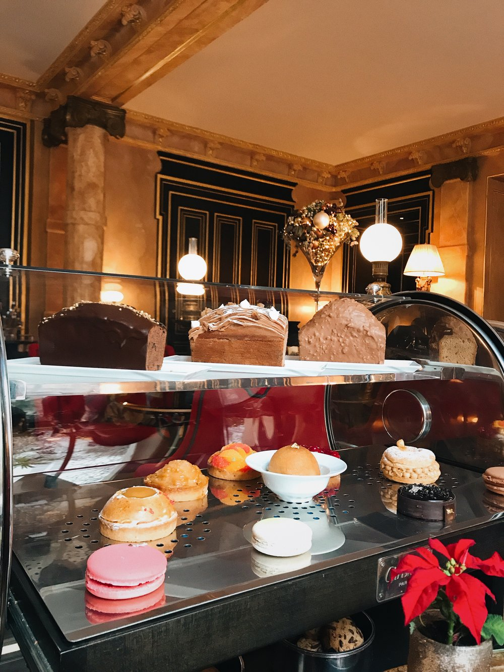 A la carte choice - If the entire afternoon tea set is too heavy for you, another option is to go for a la carte cakes and desserts. They are bigger portion of the snacks.