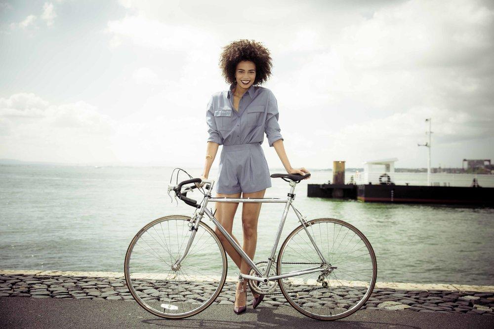 """""""Andar de bicicleta é como voar em direcção à minha infância"""". Ana Sofia Martins."""