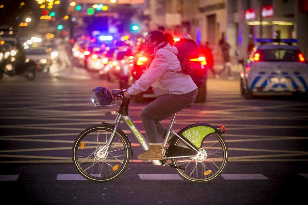 Muitos Lisboetas teimam em não querer ver as bicicletas que por eles passam. Que não existem, que nunca viram nenhuma, que tudo é uma ilusão e um despesismo de rico...