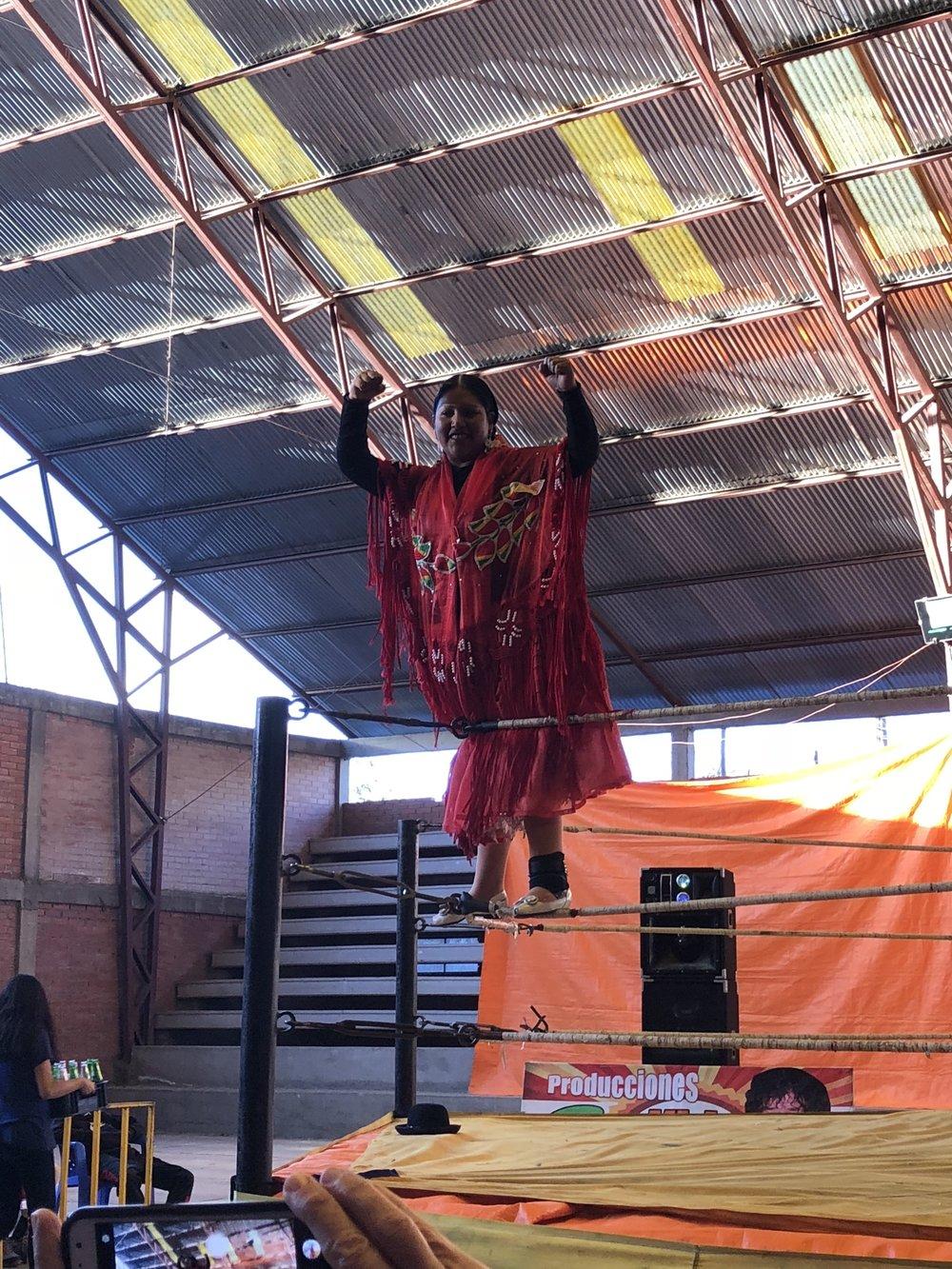 CholitaWrestling1.jpeg