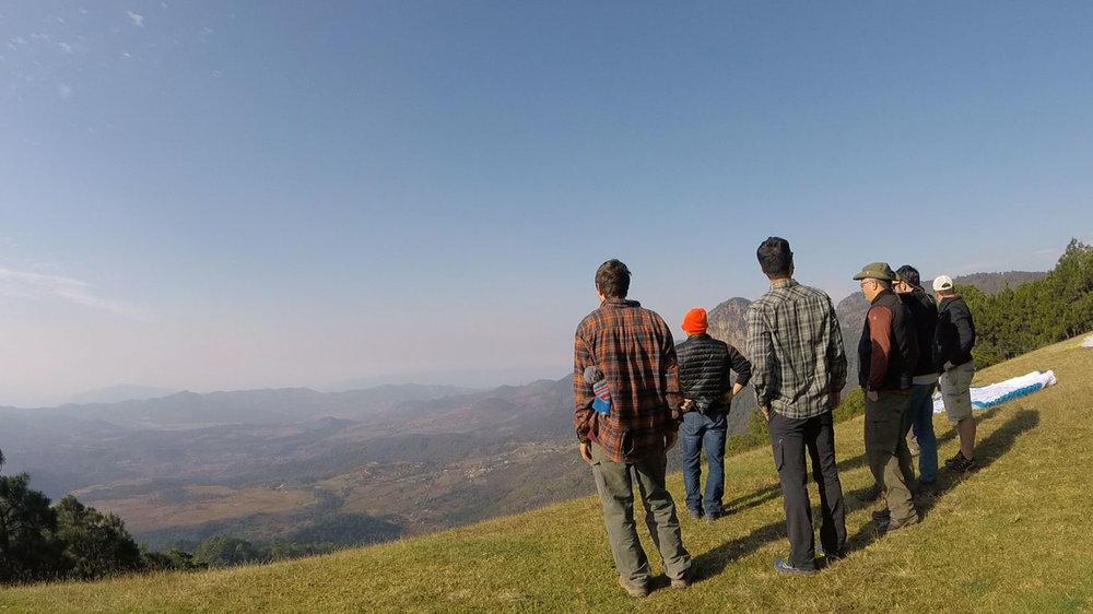 Calef Letorney leads PGNE students through the Valle de Bravo site brief.