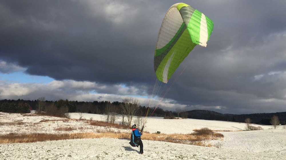 Paraglide-New-England-Launches-New-Experience-Winter-Kiting.jpg
