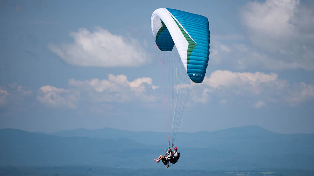 Paul Somerset flying tandem at W. Rutland, Vermont. Photo by Ryan Dunn.