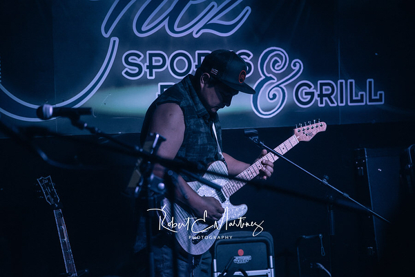 Had an awesome night jamming at @chezsportsbarandgrill The best part about it was seeing all of our friends there, meeting new people and Local talents 🎶 🤙🏼😻 Thank You all for the Support! ——————————————————————————— 📸PC @robert_e_martinez_photography ——————————————————————————— #livemusic #performance #musicislife #hawaii #band #pop #rock #reggae #funtimes #luckywelivehawaii #music #guitar #guitarist #guitarra #singer #singing #oahu #aloha