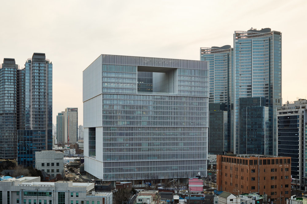 The building in its' urban context. Photo credit - Noshe.