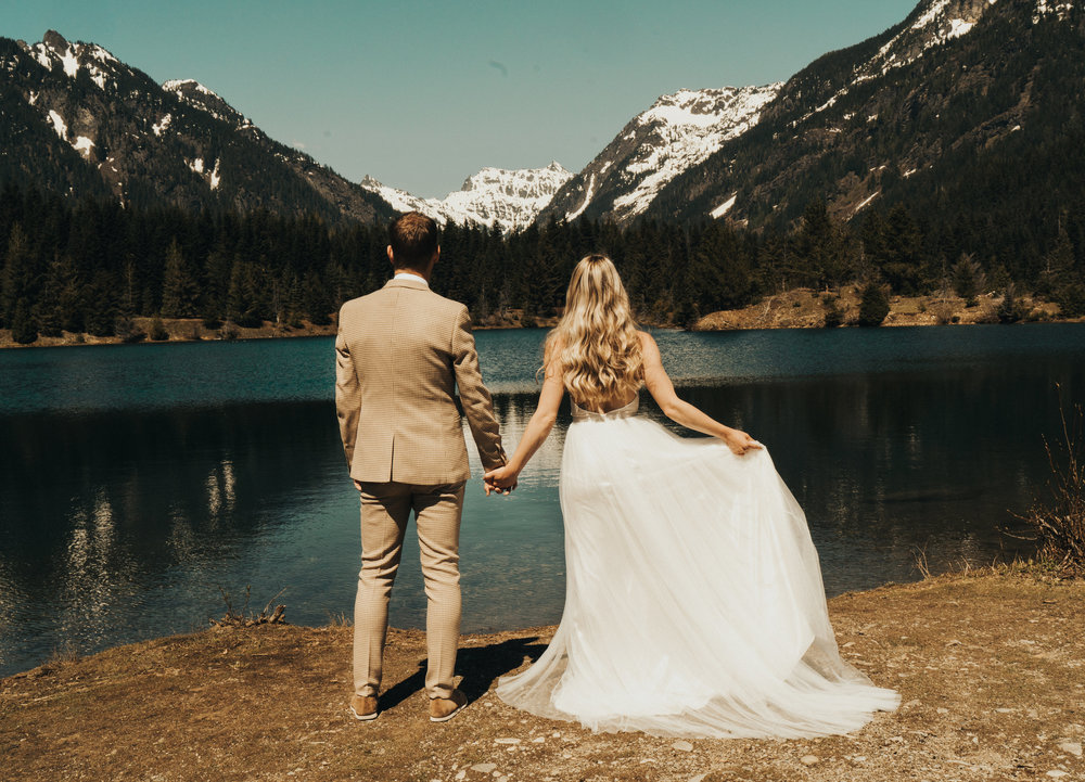LAKESIDE ELOPEMENT -