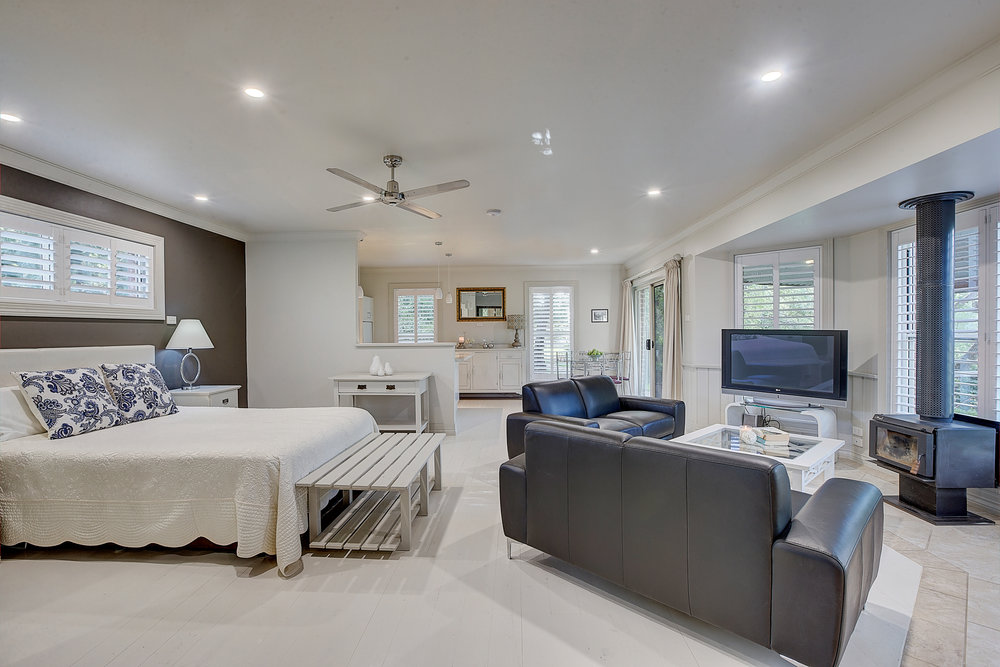 Mudgee Luxury - Evanslea Boutique Cottage 2 nights accommodation, return flights, breakfast and return airport transfers.ex Sydney or NewcastleStarting from $489 per person twin share.★★★★★