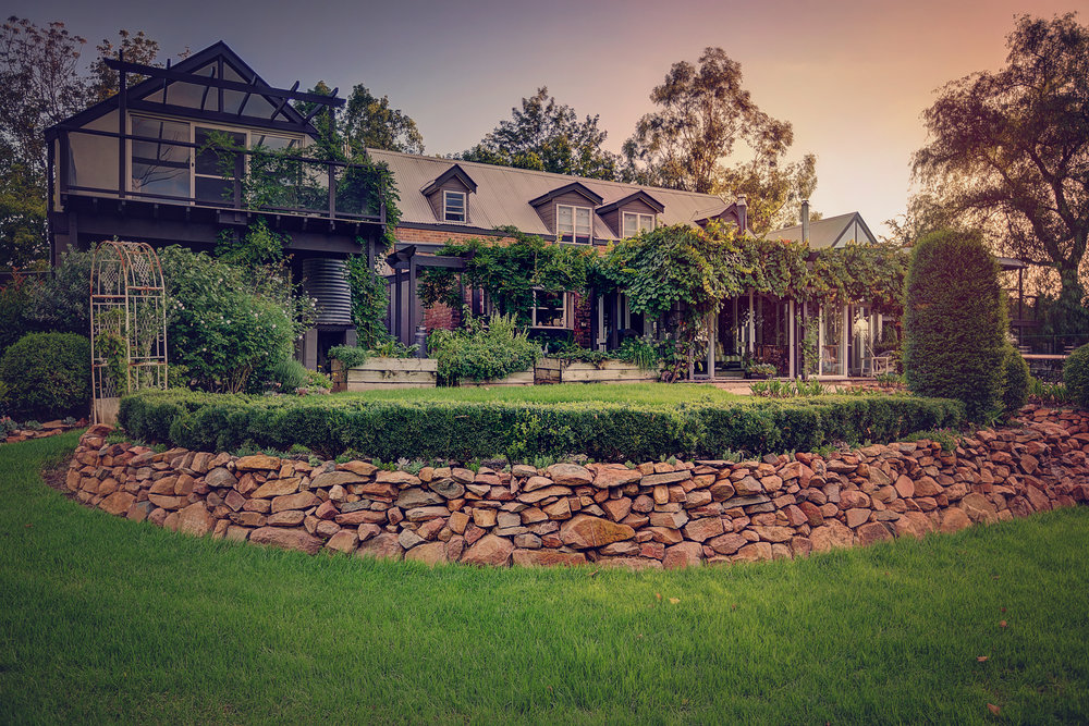 Mudgee Golfing Getaway - Evanslea Boutique Cottage 2 nights accommodation, return flights, breakfast and return airport transfers. 18 holes of golf at Mudgee Golf Course + moreex Sydney or NewcastleStarting from $559 per person twin share★★★★★