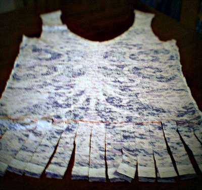 Fringed t-shirt for no-sew shopping bag, by Laura Routh.