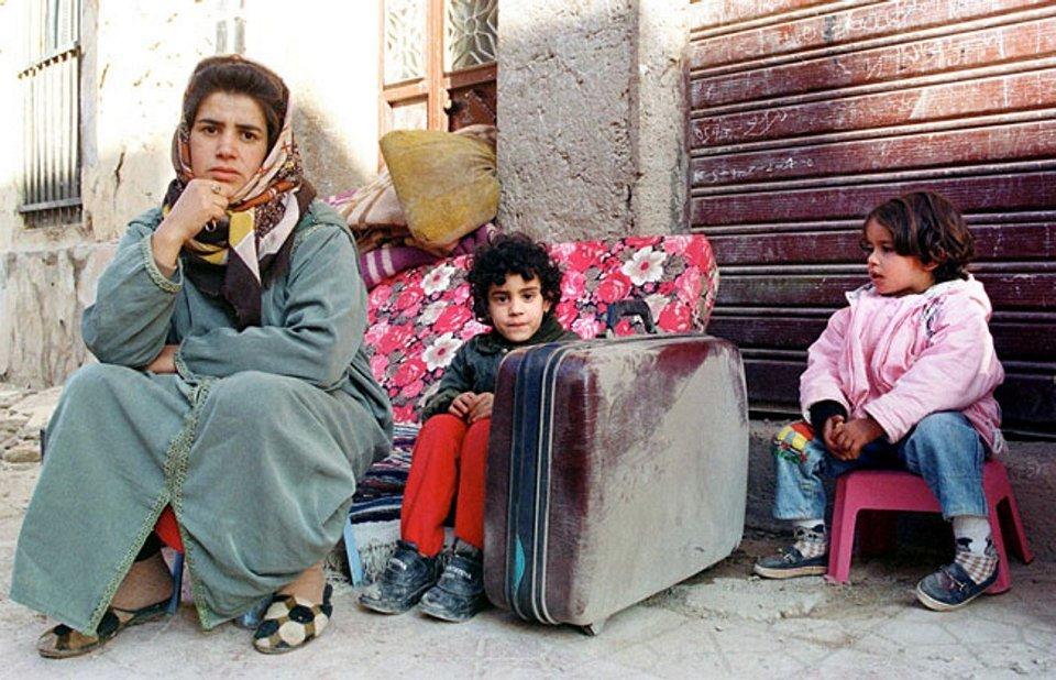 561 ZohraBensemraAlgerianvictimsofearthquake199930K20090506.jpg