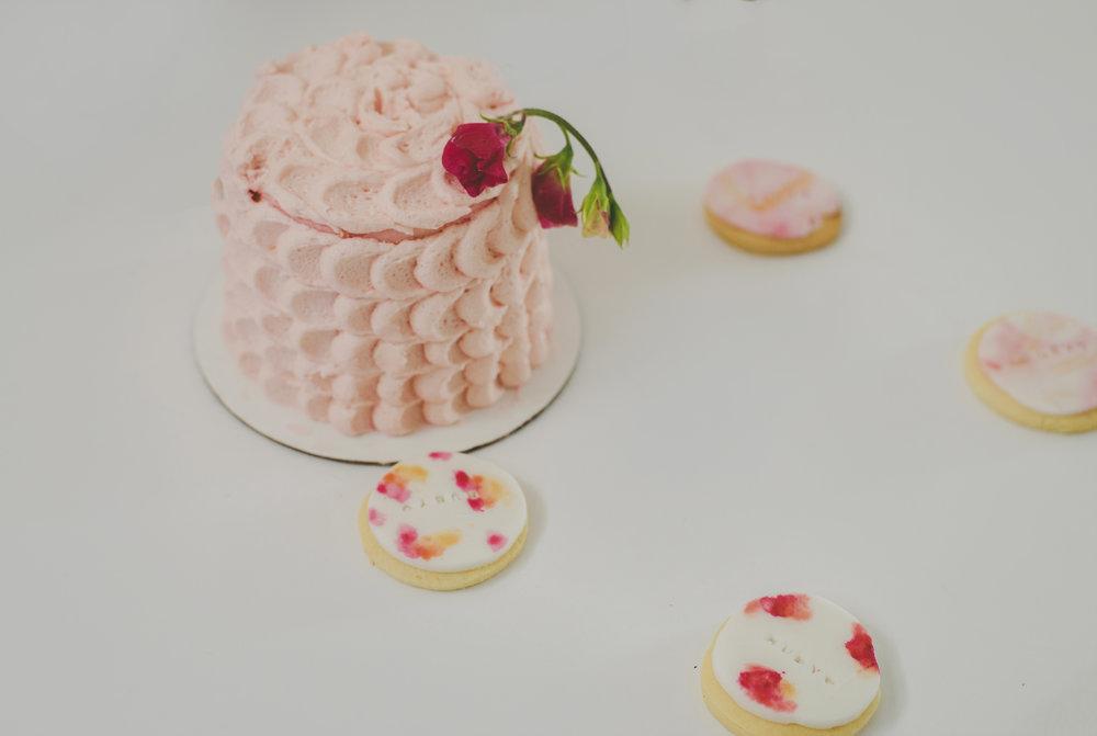Vanilla cake and cookies
