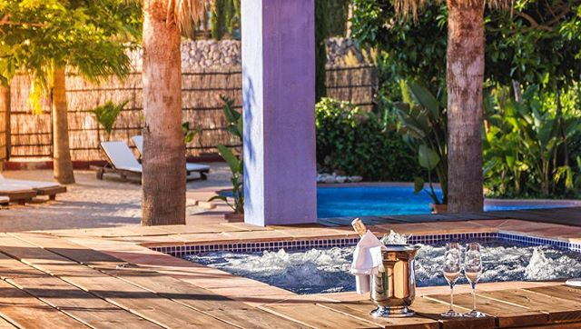 What better time of the year to enjoy our outdoor jacuzzi? www.fincaeltossal.com