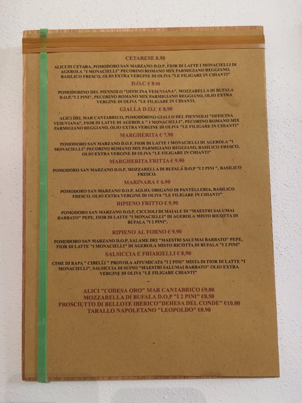 Menù - __________________CETARESE__________________D.O.C.__________________GIALLA D.O.C.__________________MARGHERITApomodorofior di lattepecorino romano mix parmigiano reggianobasilico frescoolio extra vergine oliva__________________MARGHERITA FRITTApomodoromozzarella di bufalabasilico fresco__________________MARINARA__________________RIPIENO FRITTO__________________RIPIENO AL FORNO__________________SALSICCIA E FRIARIELLIcime di rapaprovola affumicatamista di fior di latteSalsiccia di suinoolio extra vergine oliva__________________