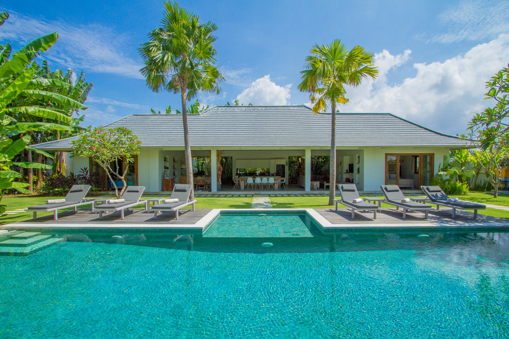 Beautiful 3-bedroom villa that was made for art lovers !