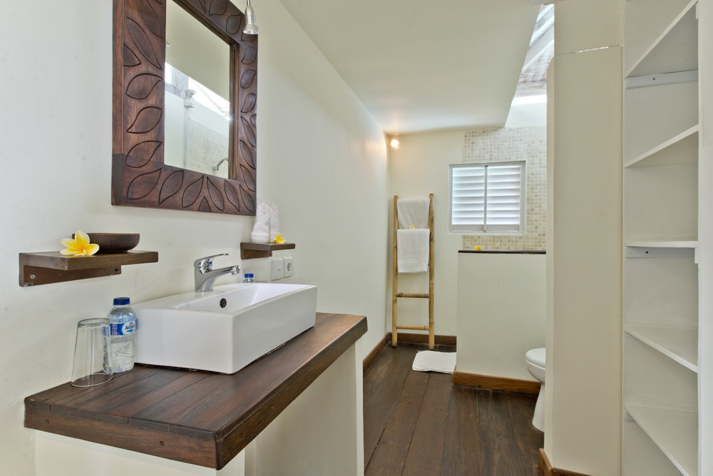 2 bedroom bathroom