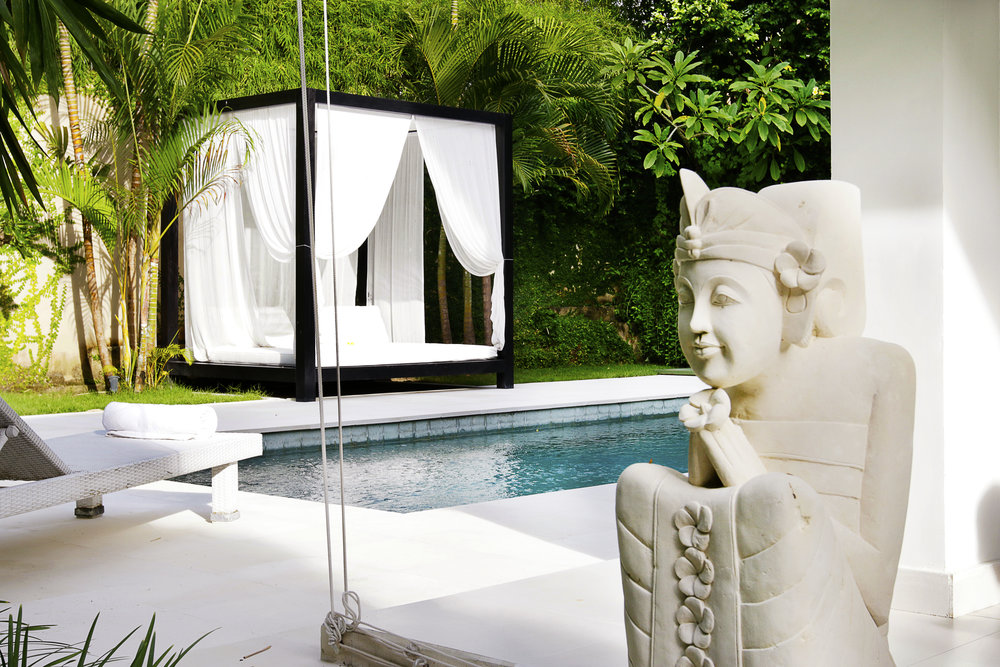 Authentic 2-bedroom Balinese house redesigned in a pure and minimalist style !