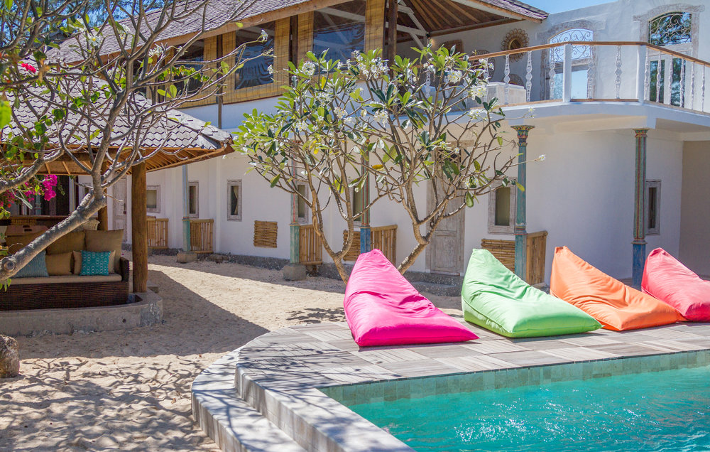 4 bedroom villa with pool