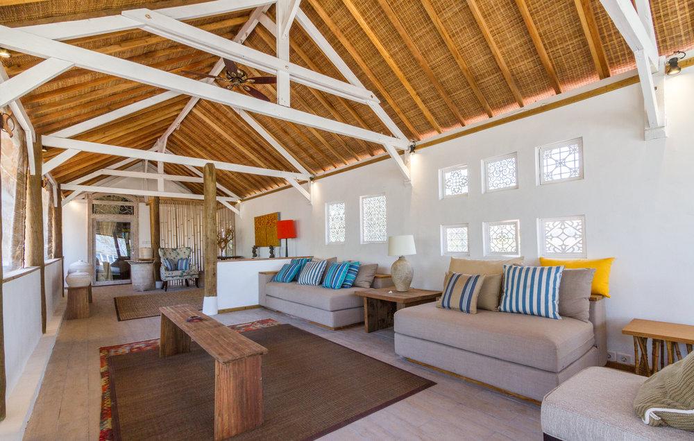 4 bedroom villa living room