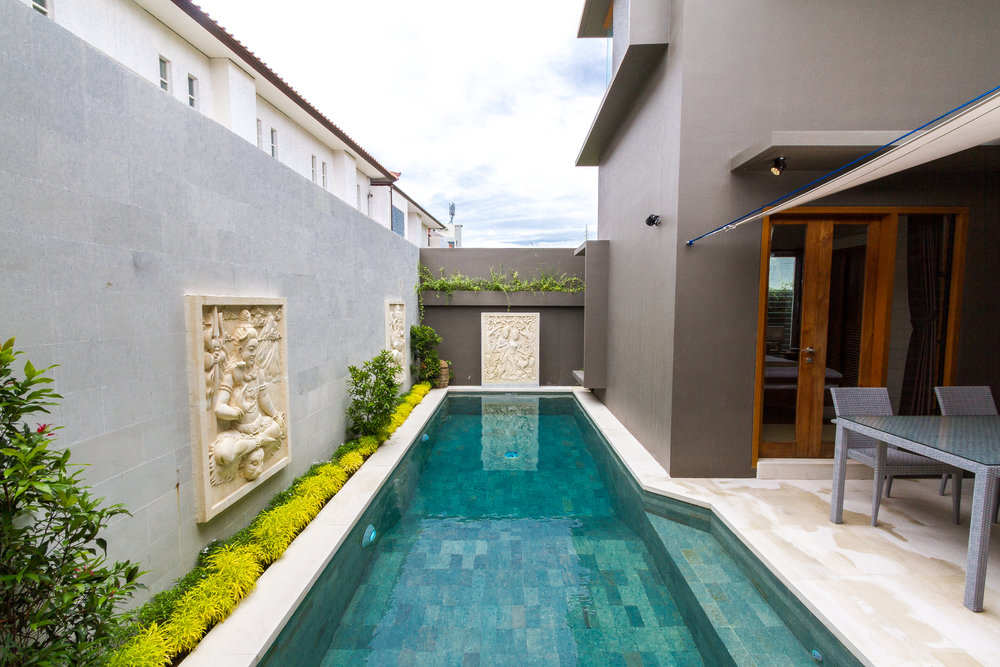 Modern 5-bedrooms villa in the center of seminyak !