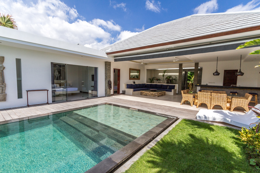 Located right in the heart of Seminyak, this modern villa is fully equipped