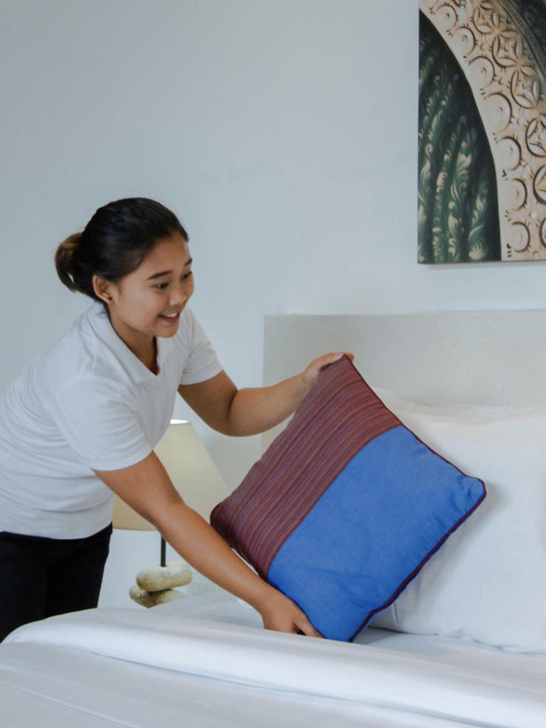 HOUSEKEEPING - Staff yang berada di villa adalah representasi dari villa itu sendiri. Kami memiliki staff villa yang profesional, rajin, dan ramah. Kami percaya bahwa karyawan yang terpenuhi kebutuhannya dengan baik akan menghasilkan energi positif dan memperlakukan tamu dengan baik pula. Hal itulah yang mendorong kami untuk memperlakukan semua staff kami dengan baik dan profesional. Kami menggelar acara team building setiap tahun dan semua karyawan di perusahaan kami merupakan anggota dari keluarga besar Bali Management Villas.Apabila villa Anda telah memiliki staff sendiri, kami percaya bahwa mereka akan senang menjadi bagian dari perusahaan kami. Kami memiliki tim villa manajer yang berasal dari Bali dan mengerti bahwa karyawan Bali memiliki kebutuhan yang spesifik. Kami juga menerapkan SOP dengan standar hospitality yang tinggi, sehingga villa Anda dapat dibersihkan dan dirawat secara profesional.