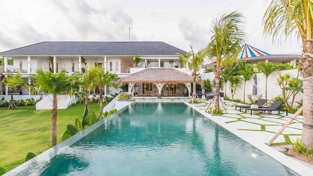A Brand New Luxury beach view Villa in Bukit near the famous Omnia. Perfect for hosting a special events.