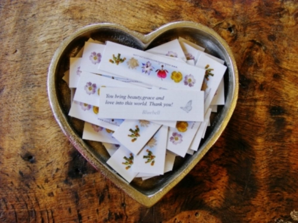 Inspirational cards in heart plate