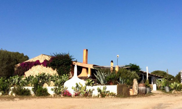 AgroRistoChic Resort Li Espi      Via Isola dei Gabbiani, 3 Loc. Li Espi - 07020 Palau (OT) Tel: +39.0789.705032 Fax: +39.0789.705233 E-mail:  info@liespi.it  Web:  www.liespi.it