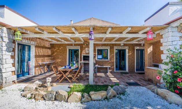 B&B Portopollo Surf House      Via Antonio Gramsci, 5   Loc. Barrabisa - 07020 Palau (OT)  Tel. +39.345.4408201 E-mail:  alcevolante@iol.it    Web:    www.portopollosurfhouse.com