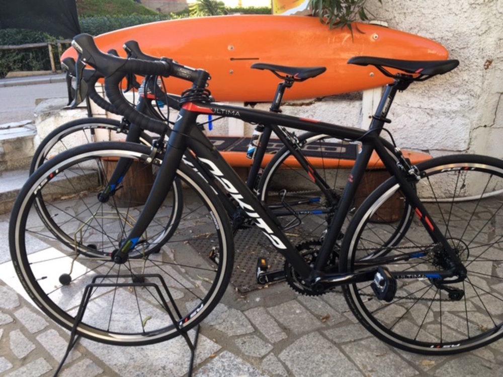 Biciclette da strada     Nakita  di ultima generazione e  bici elettriche  per chi preferisce la velocità e l'aria sul viso mentre imposta le splendide curve asfaltate della Sardegna.