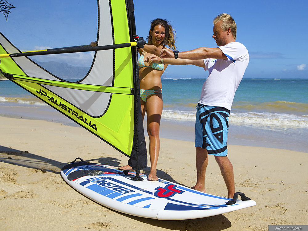 With little wind you will be able to handle the board and make the first basic maneuvers.