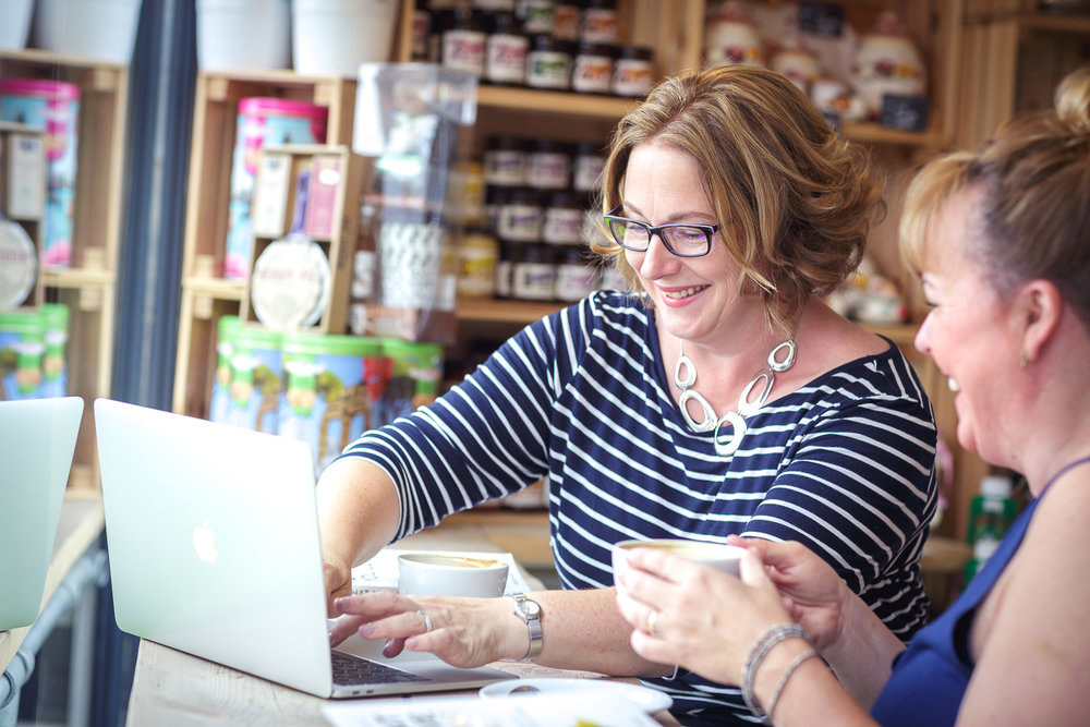 Lisa and coaching client at coffee shop in Bristol for positive body image and mindful eating