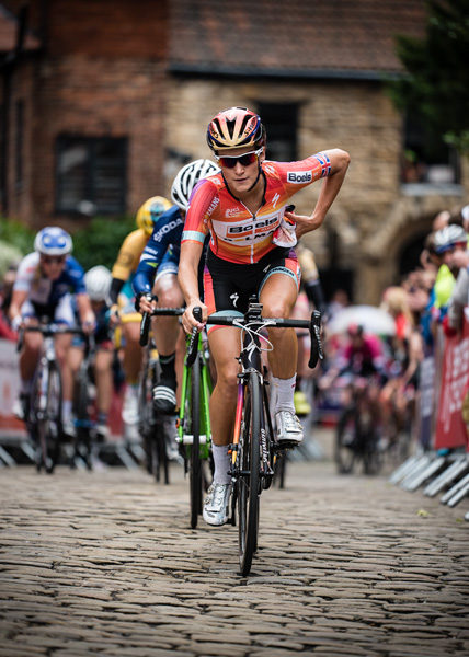 Lizzie Deignan (Armitstead) goes on to win the 2015 National Cycling Championships