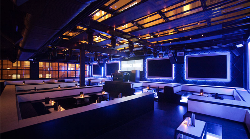 STUDIO PARIS   A DJ-driven party scene with bottle service draws a flashy crowd to this chic indoor/outdoor lounge.