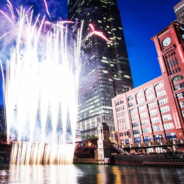 For the first time ever Chicago will be blasting off fireworks along the river, you don't want to miss this opportunity! Good thing we have rooms available and are only 3 blocks from the action, join us and book now! @chifireworks #neighbors #settheskyonfire #goodbye2018hello2019