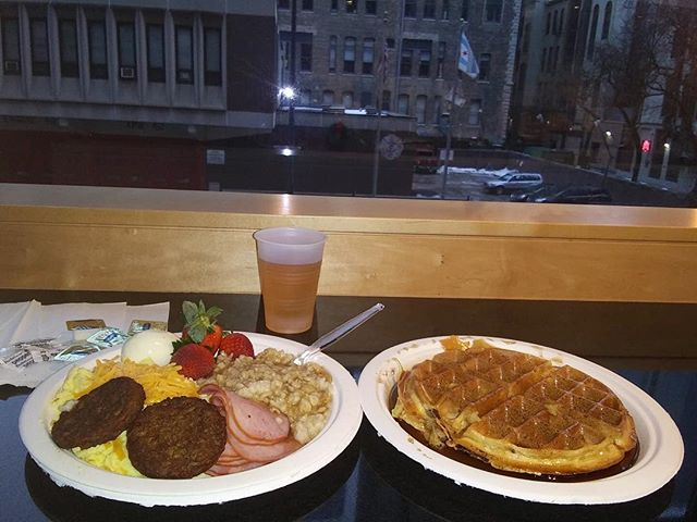 Join us every morning with our free complimentary breakfast. 😁 PC: @studiogod_sam